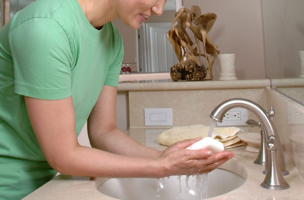 Which is Better: Wash Your Hands or Use an Antiseptic